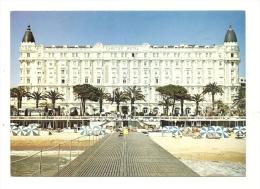 Cp, 06, Cannes, Sur La Croisette, Le Carlton - Cannes