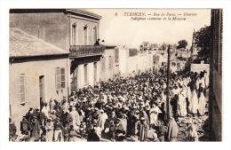 CPA Algérie TLEMCEN - Rue De Paris - Pèlerins Indigènes Revenant De La Mecque - Tlemcen