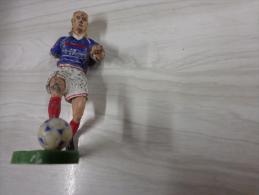 Figurine -footbaleur N°17-accidentee-  Starlux--- - Starlux
