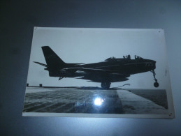 Aviation Avion North American FJ-2 FURY Sur Un Porte Avions - Aviation
