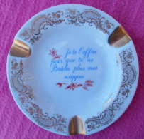"""CENDRIER en porcelaine,de Limoges avec texte """"Je te l�offre pour que tu ne br�les plus mes nappes"""""""
