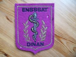 Ecusson ENSSAT Dinan - Ecole Nationale De Spécialisation Du Service De Santé De L´Armée De Terre - 2 Petits Trous - Patches