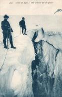 """Dans Les Alpes """"une Crevasse Sur Un Glacier - Escalade"""