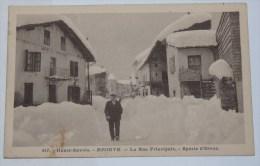 MEGEVE - CPA 74 - La RUE PRINCIPALE. SPORTS H'HIVER. Personnage. - Megève