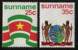 Surinam / Suriname 1976 Flag And Arm Of Surinam MNH - Postzegels