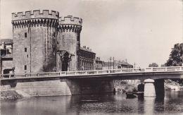 Cp , 55 , VERDUN , La Porte Chaussée Et La Meuse - Verdun
