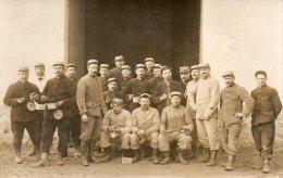 MILITARIA  -   PHOTO De SOLDATS  à BRY  SUR  MARNE - Photo Prise Au Cantonnement - 6éme Pièce. - 1914-18