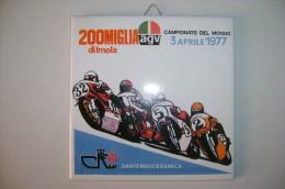 PFR/47 PIASTRELLA COMM.SANTERNOCERAMICA-MOT OCICLISMO-CAMPIONATO DEL MONDO IMOLA 1977 AGV - Sport