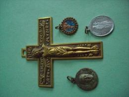 3 Medailles Religieuses & 1 Croix  Crucifix - Religión & Esoterismo