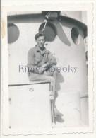 P58 -  Marin Marine Nationale sur un navire - Dragueurs de mines ? - photo ancienne