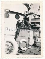 P58 -  Marins Marine Nationale sur un navire - Dragueurs de mines ? - photo ancienne