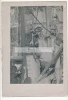 P58 - Marins sur le pont du dragueur de mines BELLADONE D318 - vue de d�tail - photo ancienne