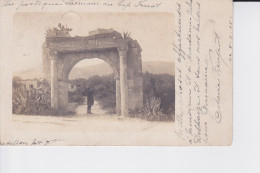 CPA  DE  1905  :  UN PORTIQUE ROMAIN AU CAP FERRAT - Monuments