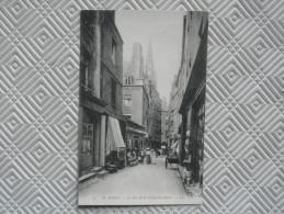 """Os/147 - Belle CPA  Très Animée  """"SAINT-MALO - Rue De La Vieille-Boucherie""""    LL - Saint Malo"""