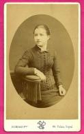 PHOTO Ancienne CDV Montée Sur Carton - Portrait De Femme * BUREAU Frères Photographe Palais Royal PARIS - Ancianas (antes De 1900)