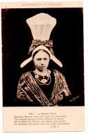 CPA   Le Bonnet Rond - Costumes