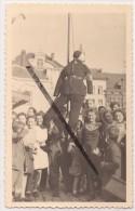 MINI ACP - CPA - BRAINE-LE-COMTE - Pendaison D´un Mannequin Sur La Grand-Place Représentant Un Rexiste De La Ville 1945 - Militaria