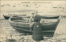 14 GRANDCAMP LES BAINS / Grandcamp-les-Bains, Jeune Femme Grandcampaire / CARTE TOILEE - Other Municipalities