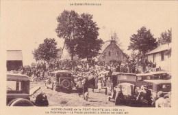 CPA 15 @ CHEYLADE @ La Font Sainte - La Foule Pendant La Messe En Plein Air - Pélerinage - Autos @ Le Cantal Pittoresque - France