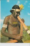Australian Aborigine Playing The Diderdoo And Holding His Boomerang - Aborigènes