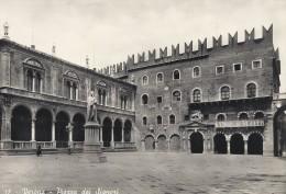 Verona  -  Piazza Dei Signori     Italy.  B-2816 - Verona