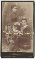 CDV Vers 1880- Très Belle Mise En Scène Mère-fils-mode-éducation-photo Mérieux Des Bouffes Du Nord Paris-Bel état - Photos