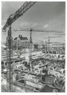 Robert Doisneau , Le Chantier 1976 ( Construction Du Forum Des Halles  Vue Plongeante église St Eustache Grues )) - Doisneau