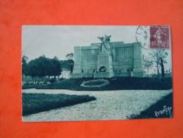 Cpa LUCON - 85 - Monument Aux Enfants De Lucon Morts Pour La Patrie - Vendée - - Lucon