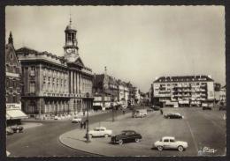 CPSM Gf .dépt: 59. CAMBRAI . Place A. BRIAND. L'Hotel De Ville. Voitures, 2cv Citroën Et Autres . - Cambrai