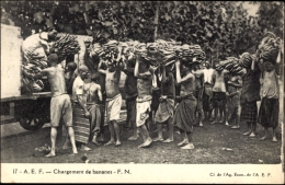 Cp Madagaskar, Chargement De Bananes, Bananenernte, Afrikaner - Cartes Postales
