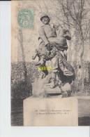 PARIS   Le Monument   Sauvée Au Square De Grenelle - Arrondissement: 15