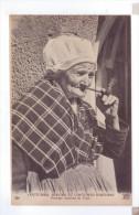 BRETAGNE Costumes Coiffes Bretonne Types Femme Fumant La Pipe Coutumes Et Moeurs - Costumes