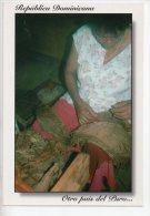 REF EY1 : CPM Carte Postale Grand Format République Dominicaine Republica Dominicana Fabrication De Cigares - Dominicaine (République)