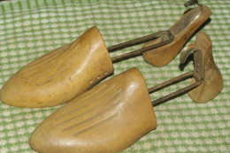 EMBAUCHOIRS Anciens En BOIS CHAUSSURES - Shoes