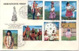 TRAJES INSTRUMENTOS Y PERSONAJES DEL FOLKLORE NACIONAL 1973 FDC TBE SOBRE DESNUDO INDIGENA - Paraguay