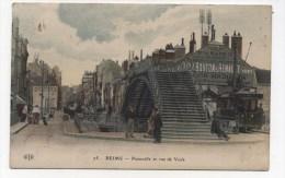 CPA  51 : REIMS   Passerelle Rue De Vesle Avec Tramway Et Pub     A  VOIR  !!!!!!! - Reims