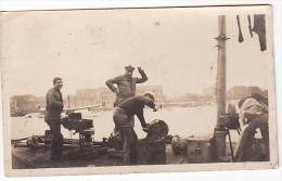 22310 -2 Photos Marins Forge Militaire Soutier Reparation -bateau Guerre Vers 1930 Sans Doute -10x6cm -port