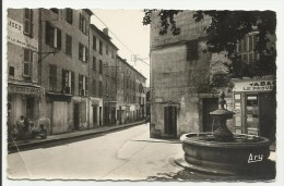 AUPS - Place Général Gérard Rue G.Pèri (circulée) - Aups