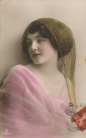 FEMMES - FRAU - LADY - Jolie Carte Fantaisie  Portrait Jeune Femme Romantique - Women