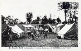 La Famille Roy En Camping. Montage Du Camp. Charmeil Prés Vichy - Vichy