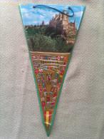 Banderín De Alcázar De Segovia. Castilla Y León. España - Escudos En Tela