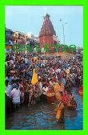 INDIA - 2 CARDS - PILGRIMS TAKING BATH DURING FESTIVES AT PRAVAA GHAT  -SRISHTI - - Inde
