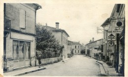 Galgon - Rue De La Poste - France