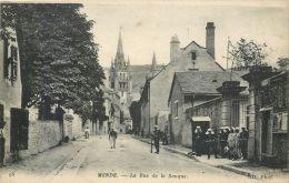 Cpa, Mende, Rue De La Banque, Militaires - Mende