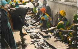 DAKAR . MARCHANDES DE POISSONS . - Sénégal