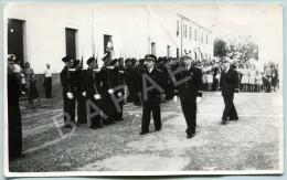 Photographie - Passage De La Troupe En Revue - Personnes Anonymes