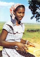 Afrique MOZAMBIQUE (a) (sourire Jeune Fille Robe) Ed:Société Des Missions Evangéliques Phot F.Perret La Chaux De Fonds - Mozambique