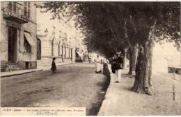 GIEN - Le Quai Lenoir Et L' Hotl Des Postes   (63831) - Gien
