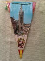 Banderín De La Giralda De Sevilla. Andalucía. España - Escudos En Tela