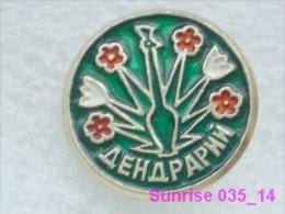 Animals: Flowers Dendrarium - National Park / Old Soviet Badge_035_an3747 - Animals